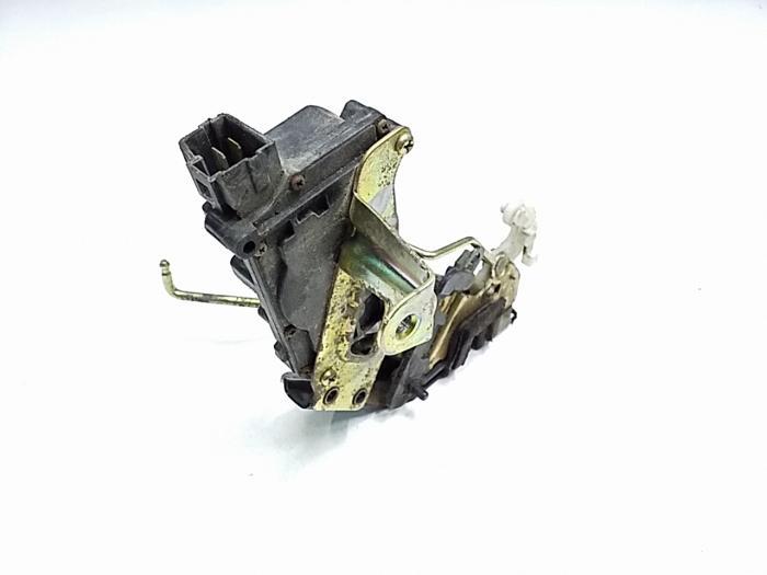 Κλειδαριά Πόρτας HYUNDAI ACCENT Liftback / 5dr 2003 - 2005 ( CG ) ( LC2 ) 1300  G4EA  petrol  86  12 valve #XC106941